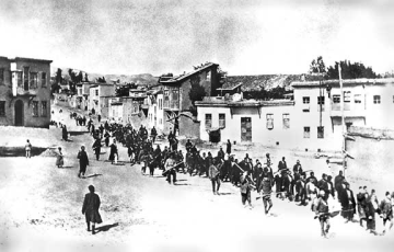 armenians_marched_by_turkish_soldiers_1915